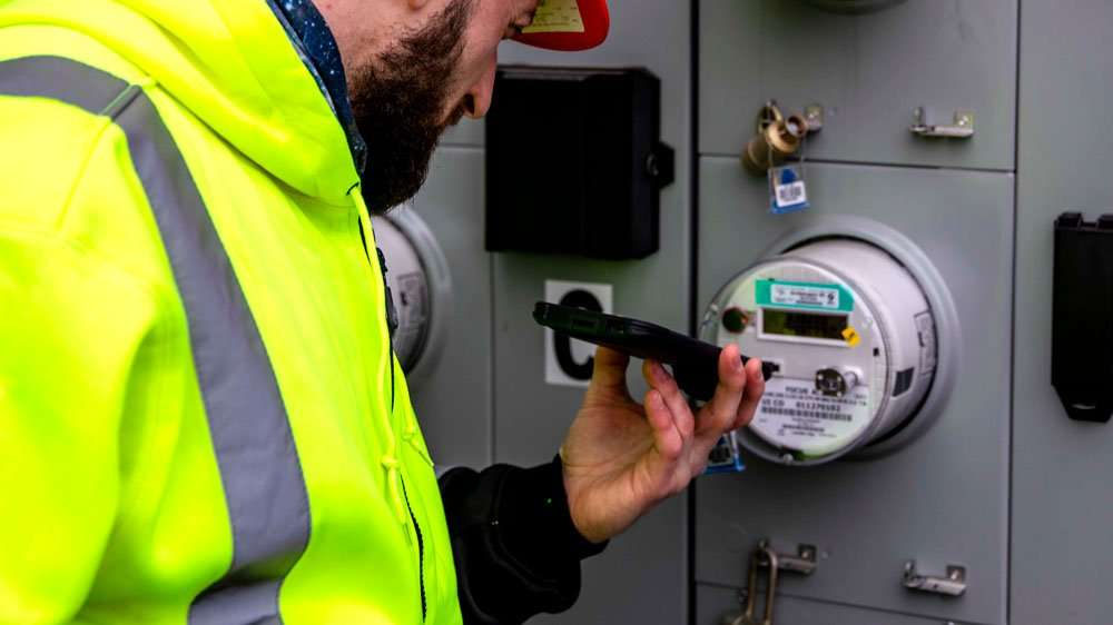 scanning electric equipment with rugged mobile device
