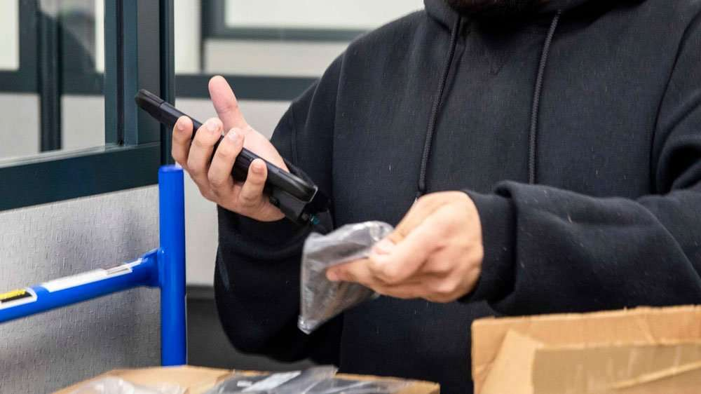 Scanning barcode with Sonim RS60 mobile computer