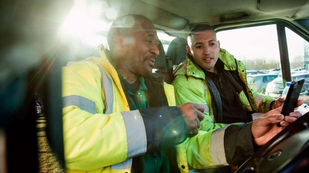 truck drivers using phone