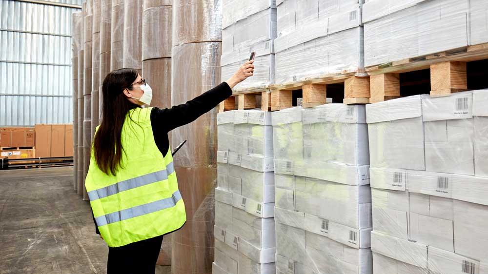 Warehouse Worker Scanning with Panasonic FZ-T1