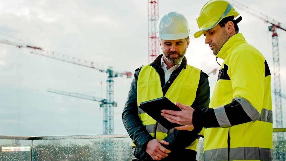 Construction Workers using Dell Latitude 7220 Rugged Extreme Tablet